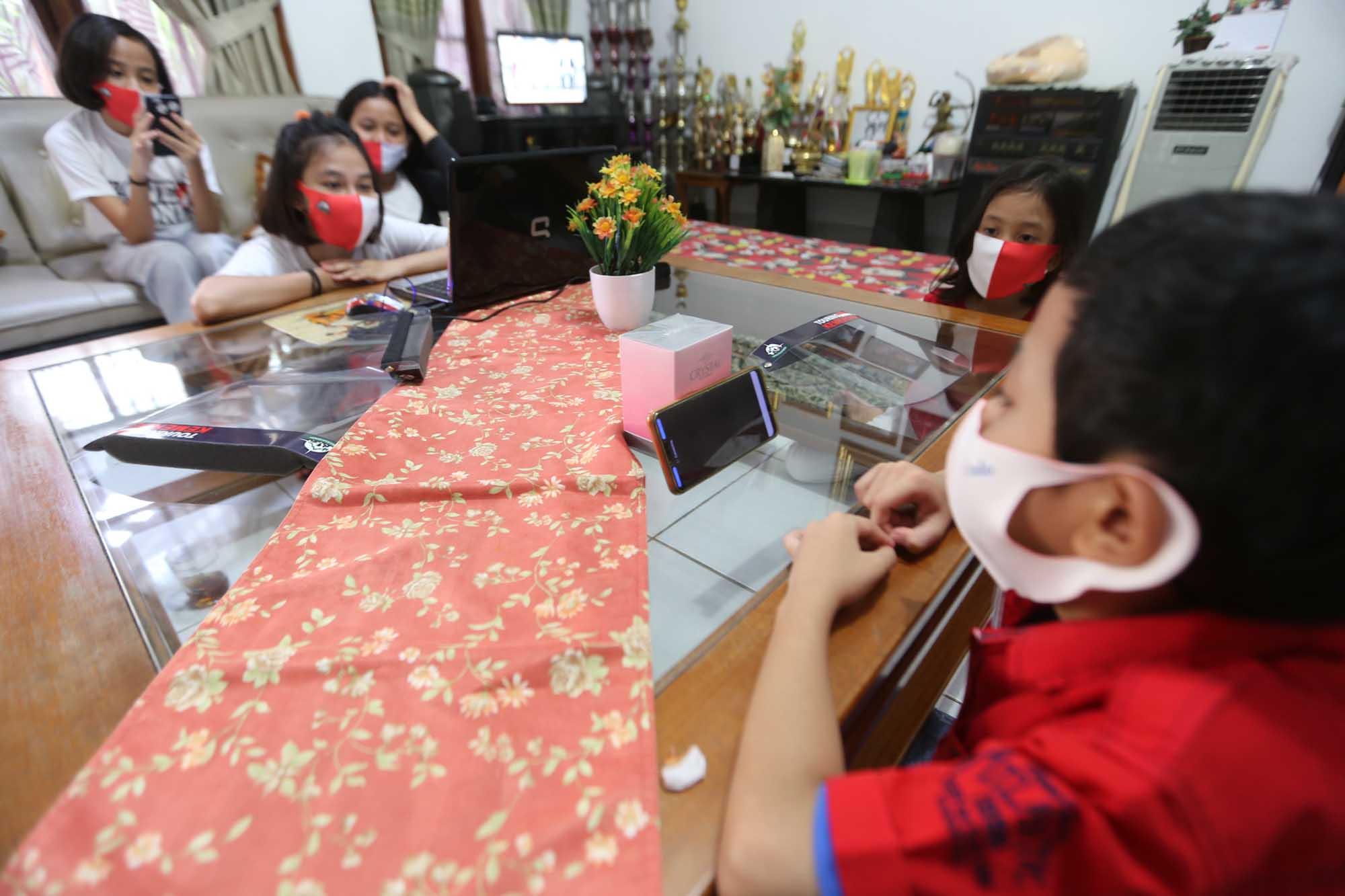Para Siswa di Ibu Kota Tetap Belajar dari Rumah