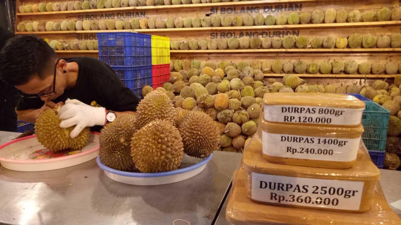 Asyiknya Menikmati Durian Medan di Sibolang Durian